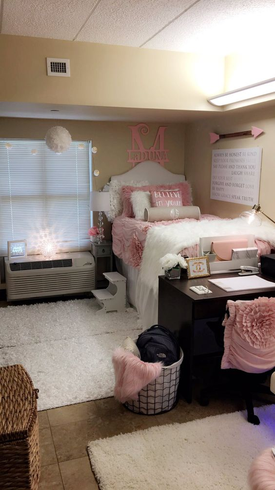 Pink Dorm Room: 2-pink-and-white-gorgeous-dorm-room