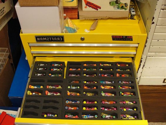 Hot Wheels Storage and Organization Ideas - Use an old toolbox to store your Hot Wheels and Matchbox cars #HotWheels #MatchboxCars #OrganizationIdeas #DIYIdeas
